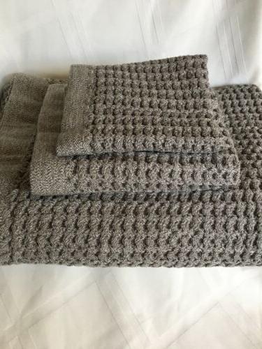 AmazonBasics Grey Bathroom Towel Pieces