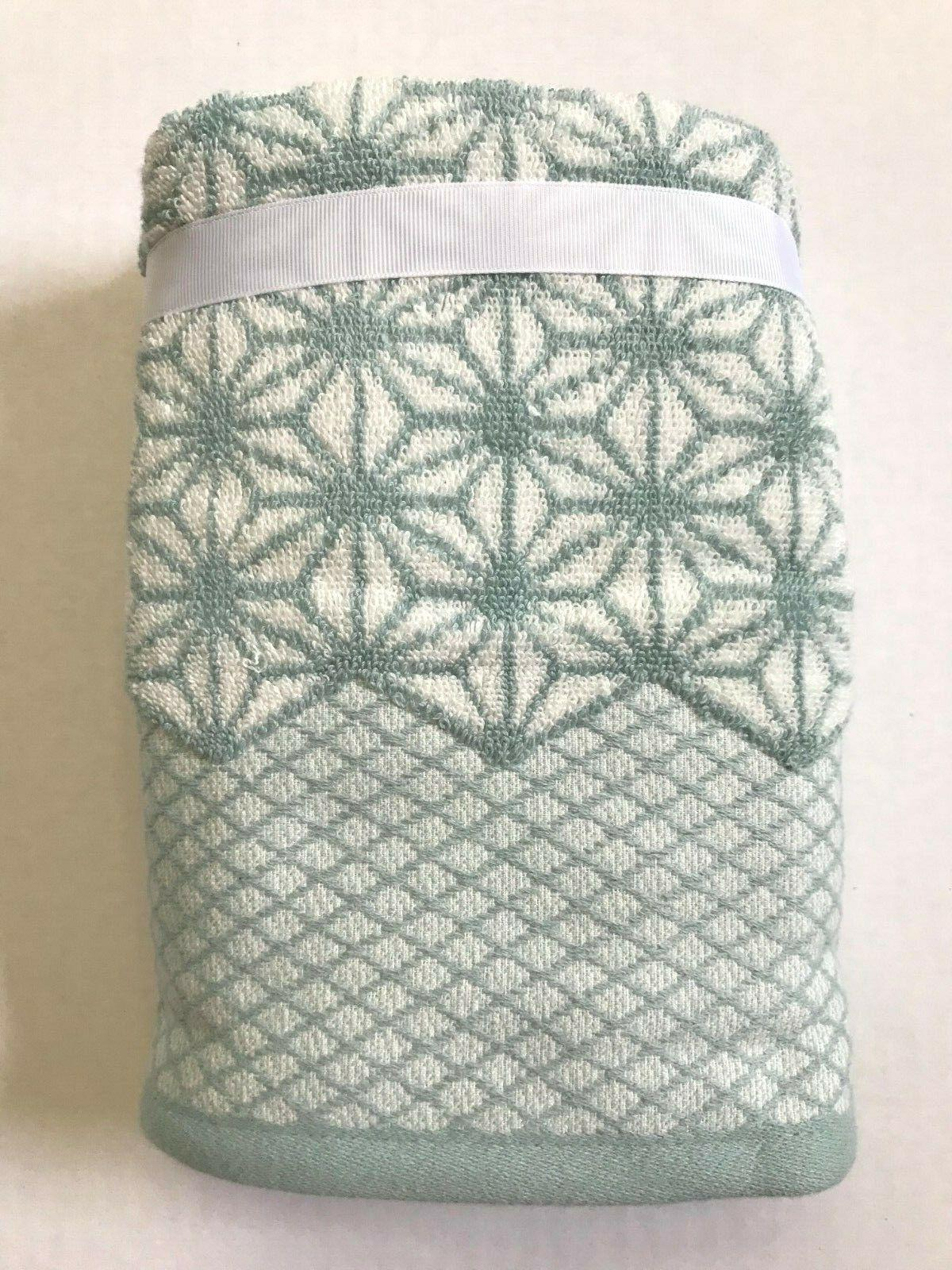 Set of 2 Home Towels Blue White Geometric Pattern